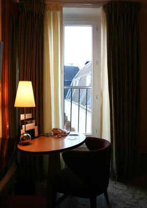 {旅人之窗}巴黎,閣樓裡的幽光