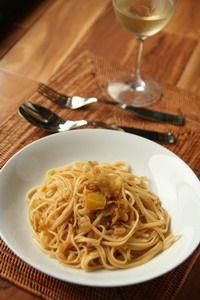 香鹹味美,黃蕃茄鯷魚義大利麵