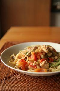 家常滋味,蕃茄榨菜雞肉水菜義大利麵