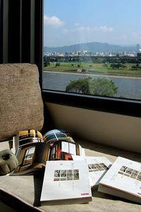 旅行,在一扇又一扇的窗畔 ─ 新作《旅人之窗》序